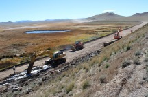Crews build a sand trench on the downstream side of Antero Dam to filter the normal seepage of the dam and to stabilize the foundation.