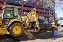 A Denver Water crew digs to locate a main break at Lincoln Street and Fifth Avenue in December 2013.
