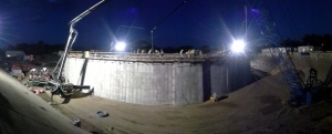 The concrete placement for the roof started at 5 a.m. in order to beat the heat of the day. Over an eight-hour span, roughly 25 concrete trucks per hour continuously delivered concrete to four concrete pumping trucks until the roof slab was complete.